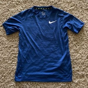 Nike dri fit shirt boys size large